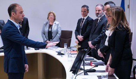 Miquel Rossell en el moment de jurar com a desener