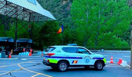 Un cotxe de policia a la frontera hispanoandorrana