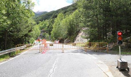 Treballs a la carretera CS130 Aixirivall per una esllavissada