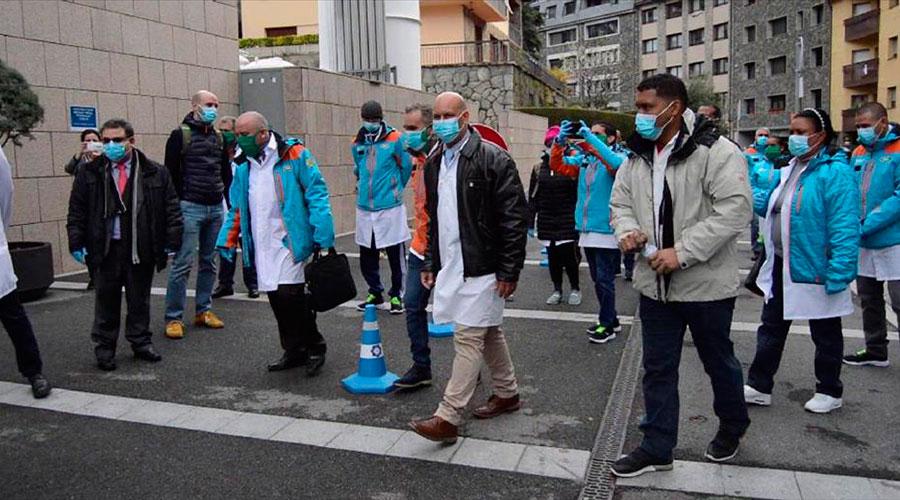 Sanitaris cubans a la seva arribada a Andorra
