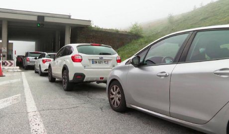Vehicles entrant per la frontera amb França al Pas de la Casa