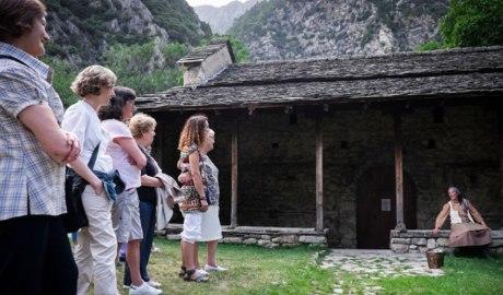 Visita teatrelitzada a l'església de Santa Coloma