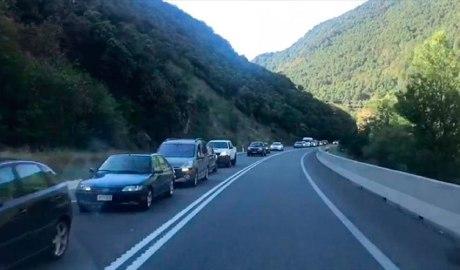 Cua de cotxes d'entrada a Andorra