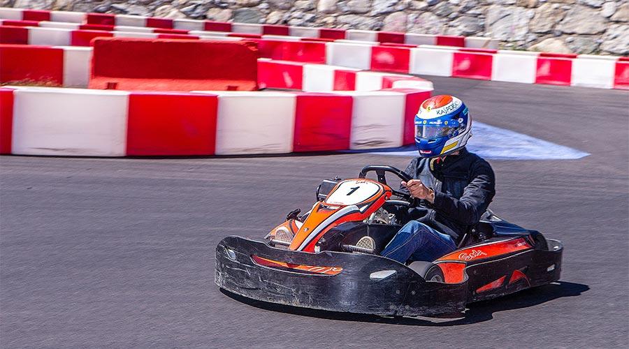 Marc Gené pilota un kart al Circuit Andorra