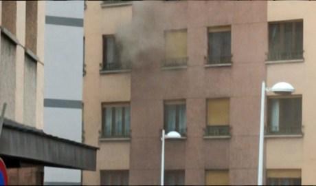 L'edifici de l'avinguda del Pessebre on s'ha incendiat una cuina