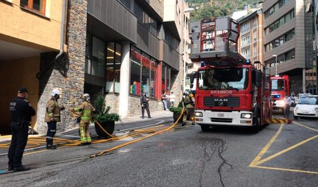 Bombers actuant a l'avinguda Fiter i Rossell d'Escaldes-Engordany