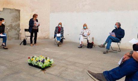 Gent gran de la Seu d'Urgell en un acte de lectura de poemes