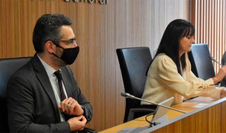 Eric Jover i Mònica Bonell a la sala de compareixences del Consell General