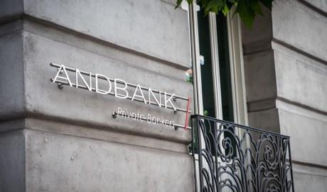 Cartell d'Andbank a la seu de Madrid