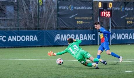 Iker Goujón en l'acció del gol tricolor.