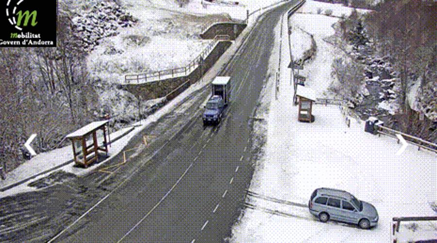 La CG3 nevada al seu pas pel Serrat vista des de la càmera de Mobilitat