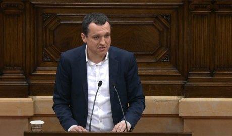 Òscar Ordeig intervenint al Parlament de Catalunya. Foto: PSC