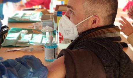 Jordi Fàbrega rebent la vacuna de la covid-19