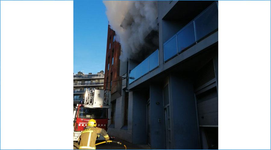 Incendi en un habitatge del carrer Portal d'Andorra de la Seu d'Urgell
