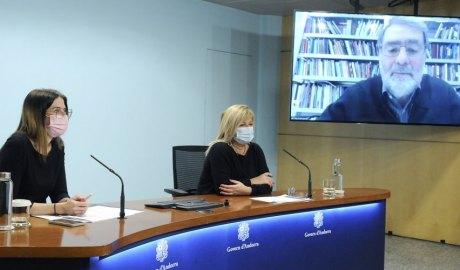 Presentació d'una exposició de Joan Fontcuberta, amb la participació de l'artista telemàticament