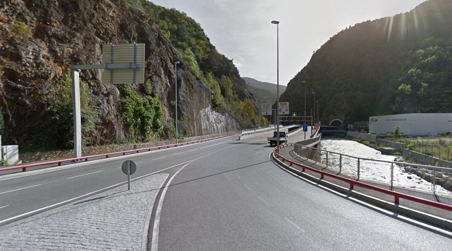 Vista del Túnel de la Tàpia des de la rotonda d'Aixovall