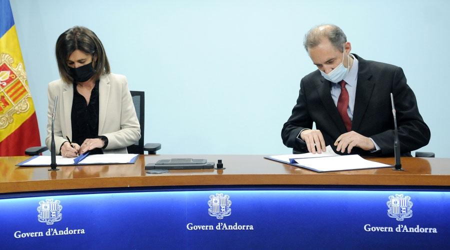 Vilarrubla i Nadal signant un conveni