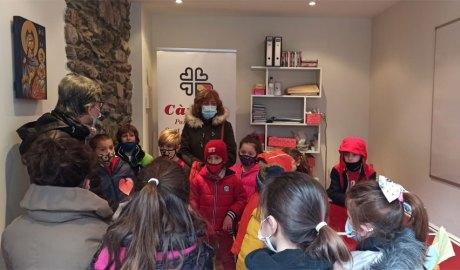 Alumnes de l'Escola Andorrana de Sant Julià de Lòria visiten les instal·lacions de Càritas Parroquial