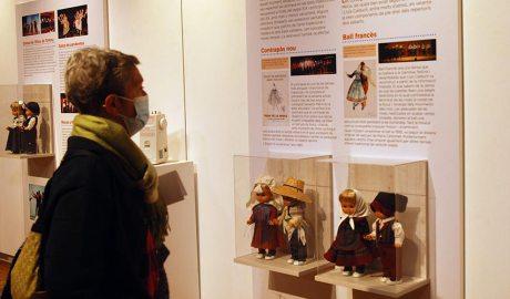 """Exposició """"Vestits per ballar"""" de l'Esbart sant Jordi"""