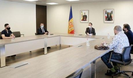 Gallardo i Espot en una reunió amb representants de l'Associació de Bars Restaurants i del sector de l'oci nocturn