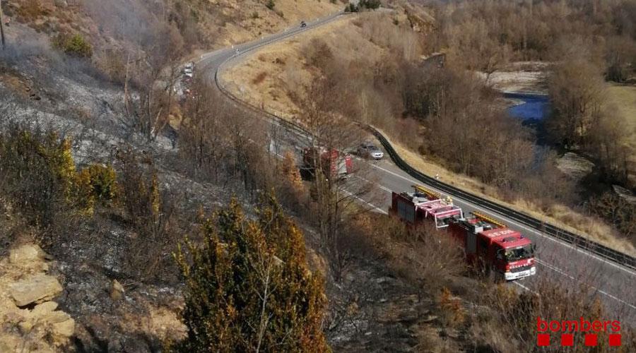 Bombers de la Generalitat de Catalunya actuant en un incendi a Prullans