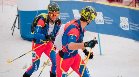 Dos esquiadors andorrans en la prova de relleus dels Campionats del Món d'Esquí de Muntanya, a Arinsal