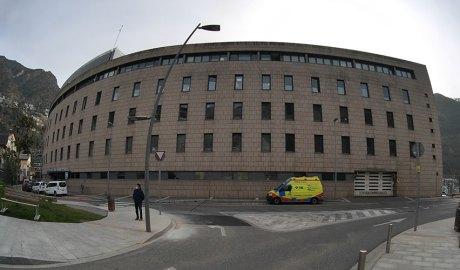 Ambulància davant de l'Hospital Nostra Senyora de Meritxell