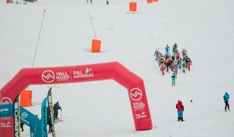 Corredors a la Vertical Race dels Campionats del Món d'Esquí de Muntanya Comapedrosa Andorra