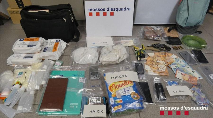 Drogues, armes i altre material comissat pels Mossos d'Esquadra