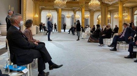 Macron en l'acte de presentació de les cartes credencials