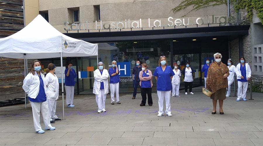 Concentració davant la Fundació Sant Hospital (Foto: Xavi Munt)