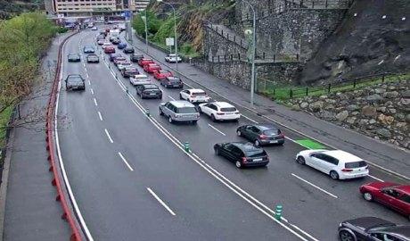 Retencions de vehicles a l'entrada de Sant Julià de Lòria de pujada