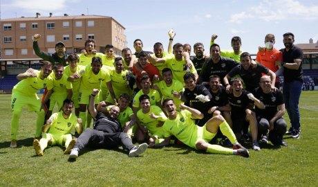 El FC Andorra celebrant la classificació per a jugar el play-off d'ascens a 2a A el 2021
