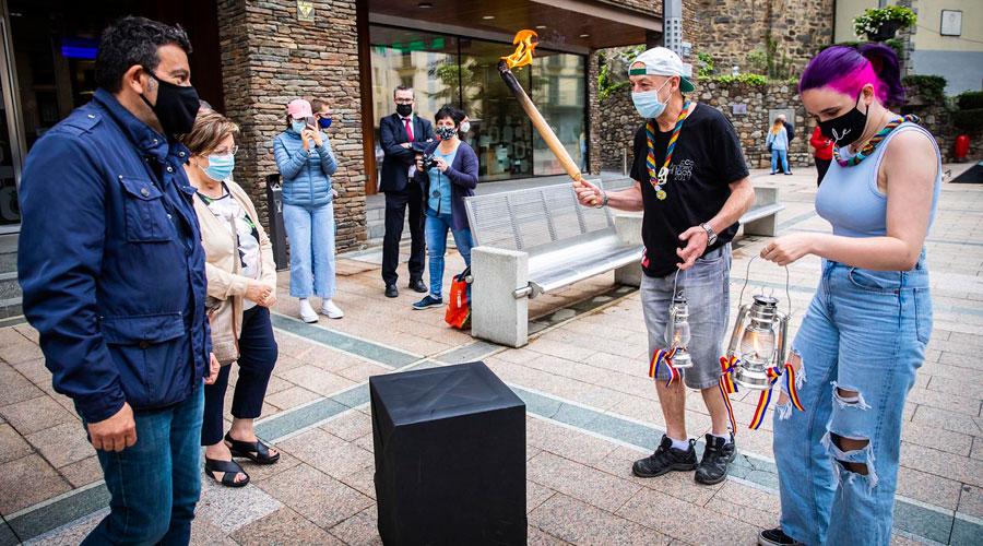 La flama del Canigó arribant a Andorra la Vella el 2021
