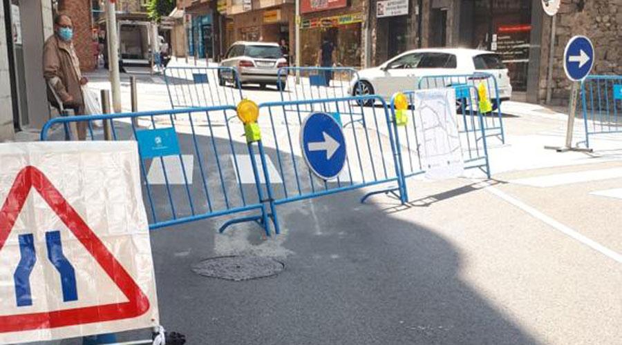 Cruïlla de l'avinguda de les Escoles i el carrer Santa Anna amb la circulació modificada