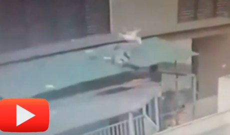 Rescat d'una nena en caure d'un 12è pis