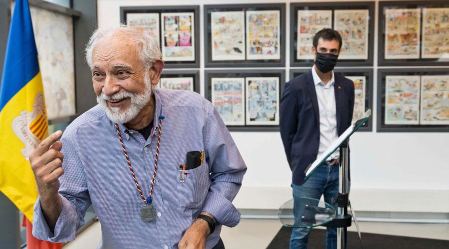 Jan, el dibuixant de Superlópez, amb la medalla de fill predilecte de la Massana