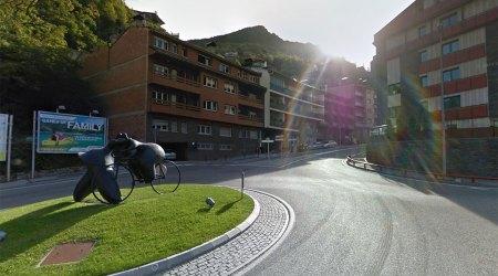 Rotonda a l'inici de la carretera d'Engolasters