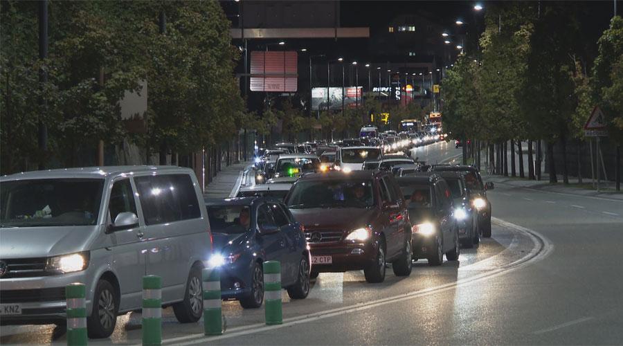Cua de cotxes a la CG1 arribant a la rotonda de la Margineda