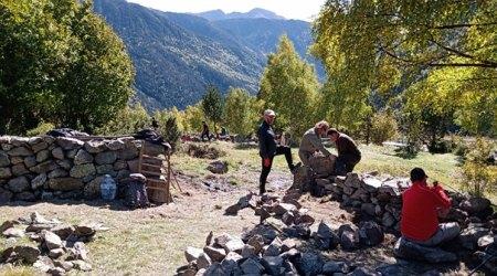 Participants a un curs de pedra seca