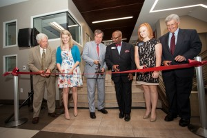 (From left to right) Belmont President Bob Fisher, student Bethany Reilly, Nashville Mayor Karl Dean, Dean of Students Jeffrey Burgin, Two Oaks Residence Director Shanna Carmacks and Board of Trustees Chairman Marty Dickens cut a ribbon at the grand opening of Two Oaks Hall.