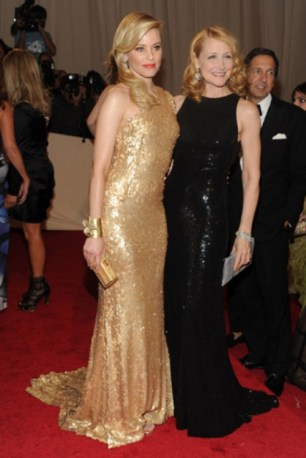 Elizabeth Banks, in Tommy Hilfiger, with Patricia Clarkson, in Michael Kors.