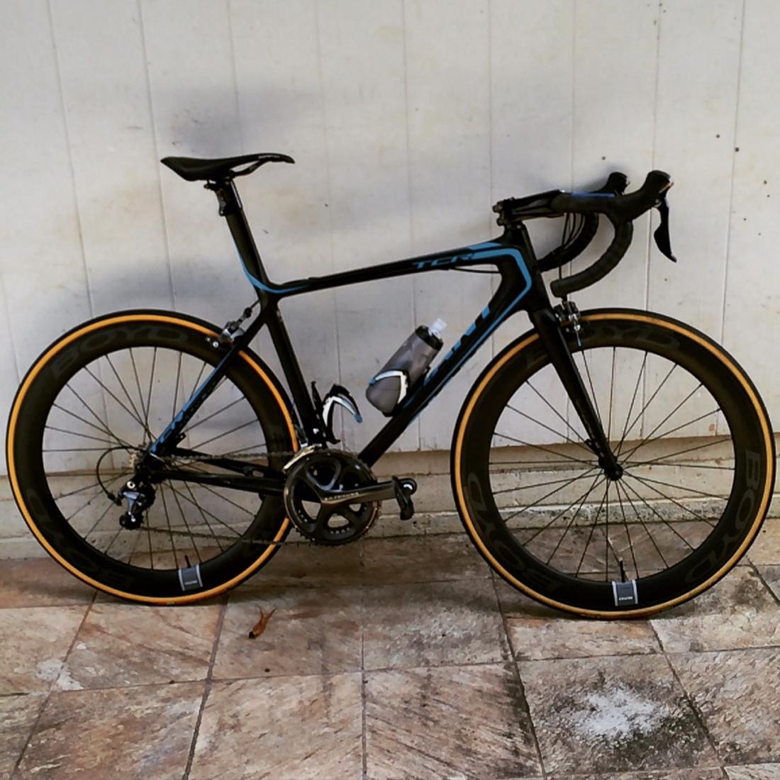 2011 Defy Road Bike 1 Giant