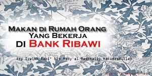 Makan di Rumah Orang Yang Bekerja di Bank Ribawi