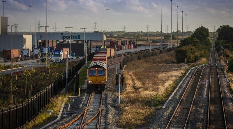 Train into iPORT rail