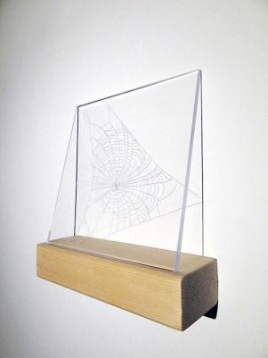 Daniela di Maro Titolo: Filo conduttore II, 2013 Tecnica: Puntasecca su plexiglass, legno Dimensioni: 93 x 26 cm (piccoli: 17 x 18 cm cadauno, grande: 25 x 26 cm) Prezzo: 220€ (intera installazione). Piccoli: 70€ cadauno, grande: 100€. RICHIEDI INFORMAZIONI: info@forwardforward.org