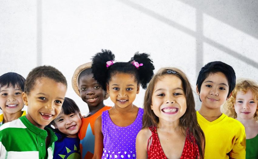 niños diversos soriendo despues de huracán maría