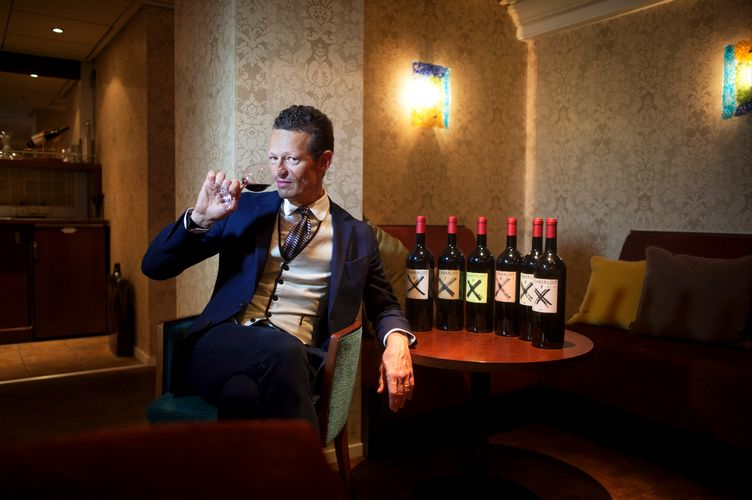 Moritz Rogosky of Podere il Carnasciale tasting il Caberlot wine