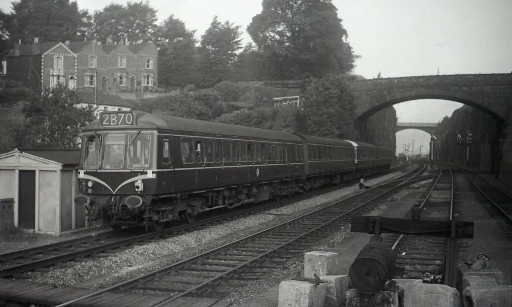 A DMU approaches St Annes Park Station from Temple Meads in the early 1960's. The four line reduces to two here.