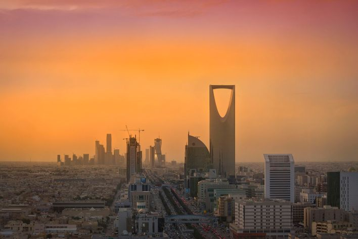 Riyadh_Skyline_showing_the_King_Abdullah_Financial_District_(KAFD)_and_the_famous_Kingdom_Tower_